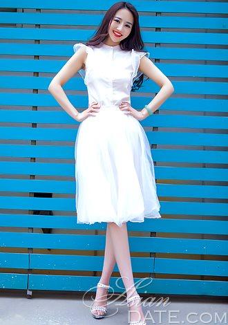member in China: Yuanyuan from Hengyang, 25 yo, hair color